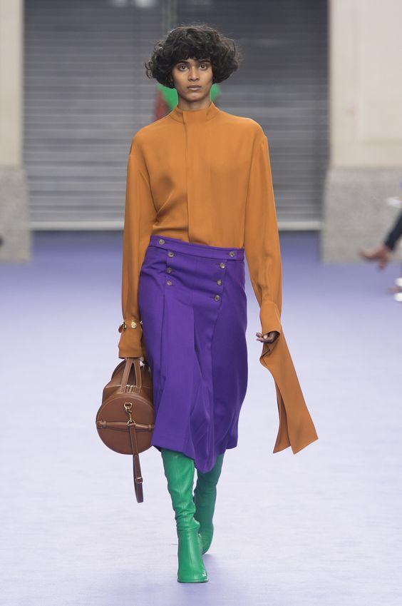 Mujer usando el estilo color block