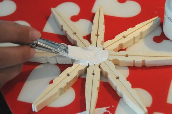 Kerstknutsel: ster maken van wasknijpers