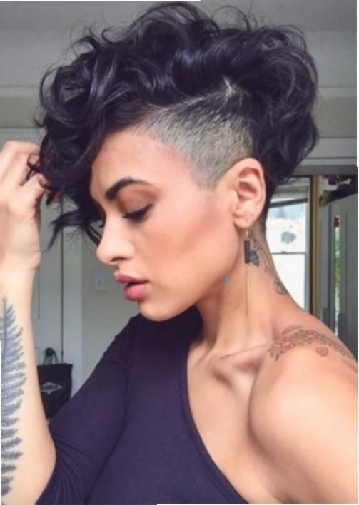 Frauen Frisuren Short Undercut Short Undercut 51 Edgy Und Rad Short Undercut Frisuren Fur Frauen In 2020 Kurzhaarfrisuren Frisuren Frisuren 2018