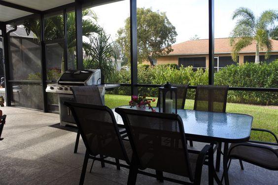 Sitzbereich mit #BBQ #Grill im #Außenbereich neben dem #Pool im - wohnzimmer amerikanischer stil
