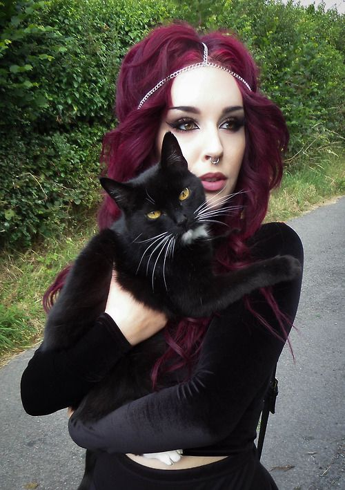 Dark gothic makeup inspiration Red hair | Black cat ozoranazo.tumblr.com: