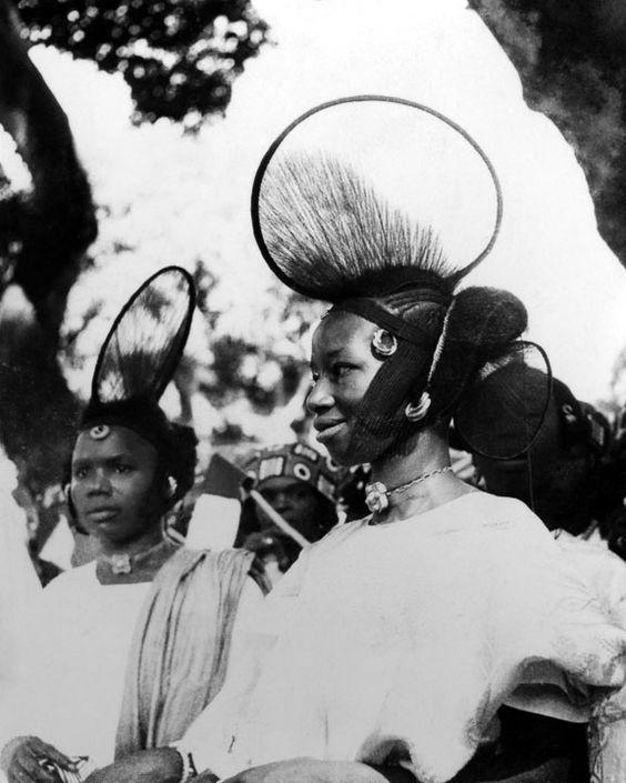 """Coiffure Peul"" Fulani hairstyles, Mali, circa 1950. Vintage photo, source mapel.fr"
