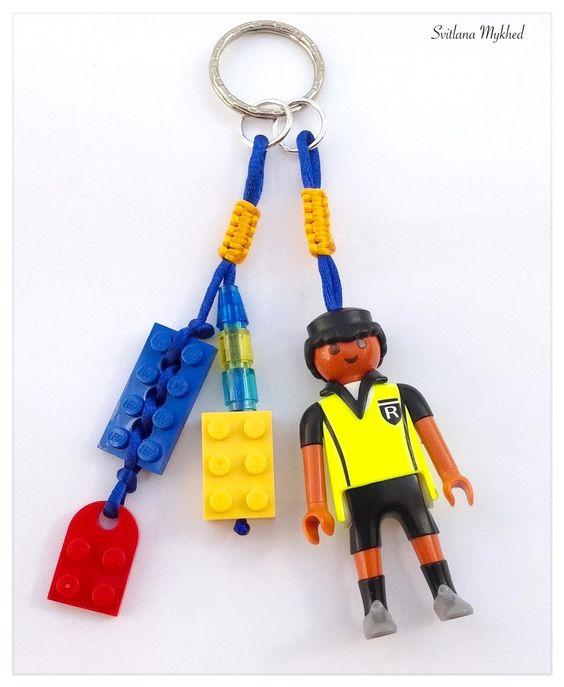 """Bijoux de clés, sacs ou cartable """" Lego. Football. L'Arbitre"""". Création unique : Porte clés par perles-et-couronnes"""