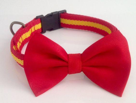 Collar de perro España con pajarita roja Complementos por MuckaPets