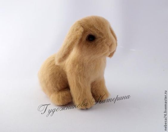 """Russian site with lots and lots of felting tutorials. Click on """"Сухое валяние"""" on the left menu for more Dry Felting."""