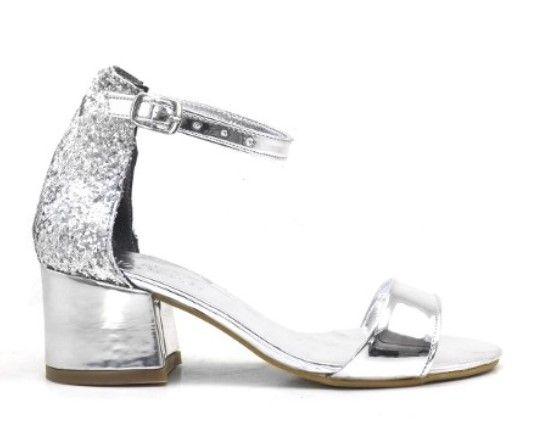 Lame Ayakkabi Modelleri Icin Yazimizi Okuyabilirsiniz Cesitli Gunluk Bilgileri Ve Modayi Yakindan Takip Etmek Icin Sayfamizi Ziya Ayakkabilar Moda Ayakkabilar