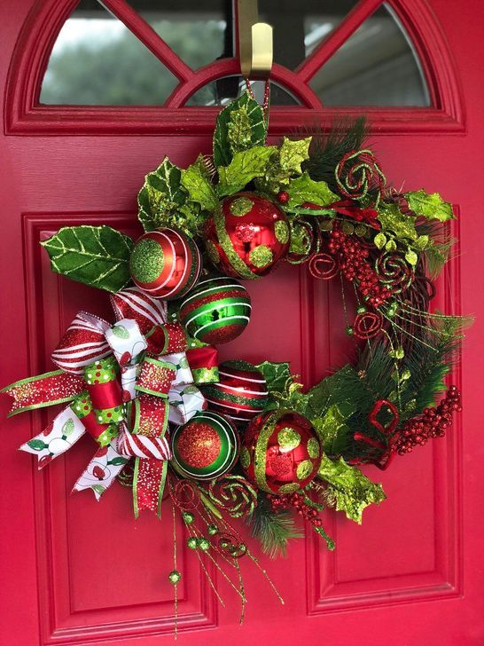 Nice 60 Unique Christmas Wreath Decoration Ideas For Your Front Door More At Htt Christmas Wreaths Christmas Decorations Wreaths Christmas Flower Arrangements