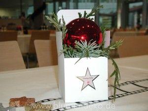 Außergewöhnliche  Dekoration für Firmenweihnachtsfeier // Weihnachtsdekoration für Swiss Life Weihnachtsfeier 2015 Weihnachtsfeier mit individualisierten Suncatcher Sternen und Walk of Fame Sternen. #Weihnachtsdekoration #Weihnachten 2015 Tischdekoration für Swiss LifeWeihnachtsfeier Weihnachtsdekoration Swiss Life Garching  - http://www.blumendeko.de/blog/aussergewoehnliche-dekoration-fuer-firmenweihnachtsfeier/