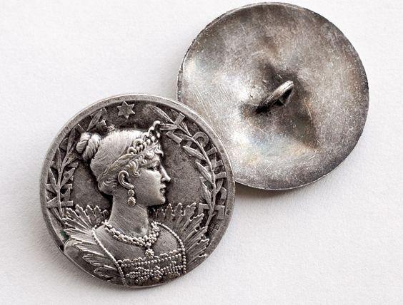 http://www.ebay.fr/itm/un-bouton-ancien-du-graveur-Armand-Bargas-metal-argente-3-2-cm-/231514081976?pt=LH_DefaultDomain_71