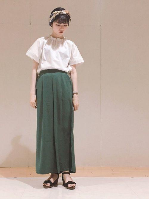 Hikaru Green Parks Green Parksのヘアバンドを使ったコーディネート 白ブラウス ファッションコーディネート パンツ
