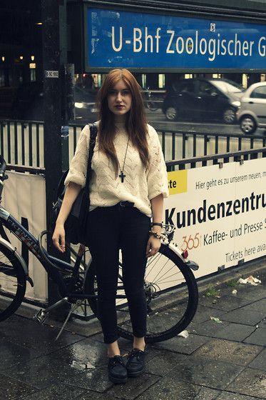 Bahnhof zoologischer garten, Berlin (by Elisa  Line) http://lookbook.nu/look/4010770-bahnhof-zoologischer-garten-Berlin