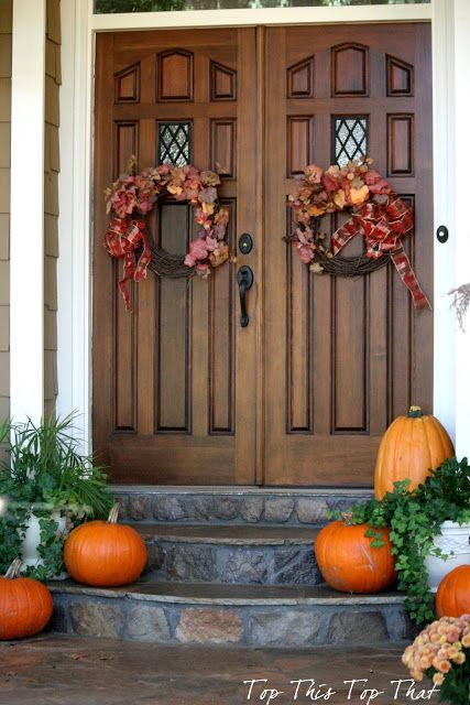 Double front doors minus the wreaths d r e a m h o m Beautiful fall front porches