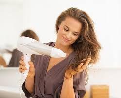 Sấy tóc sau khi gội đầu