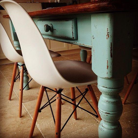 Oude Keuken Nieuwe Deurtjes : stoelen Eames DSW replica icm oude boerentafel in de keuken. Vis