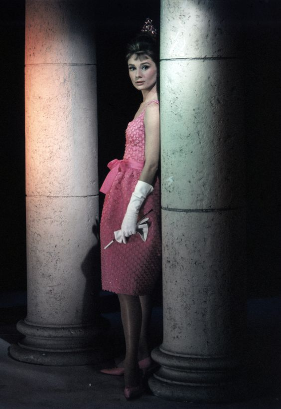 Pour le Cinéma, Givenchy Habillera Audrey Hepburn  dans Sabrina, Drôle de Frimousse, DIAMANTS SUR CANAPE, Charade ...