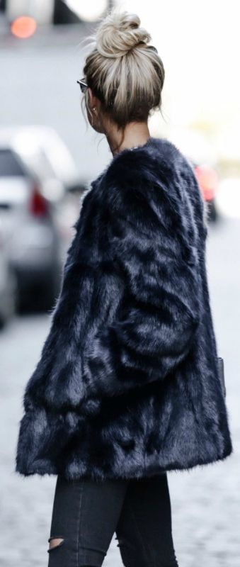 Mary Seng rocks this gorgeous grey fur coat by Ann Taylor.   Coat: Ann Taylor, Jeans: Missguided.
