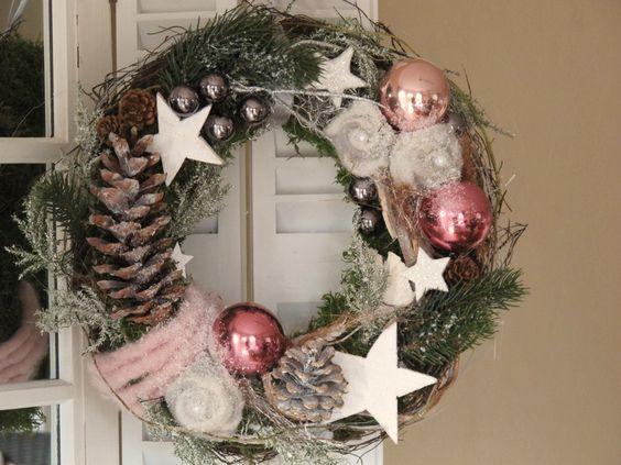 Adventskranz - Türkranz * beschneite Filzrosen * Weihnachtskranz - ein Designerstück von KRANZundCo bei DaWanda