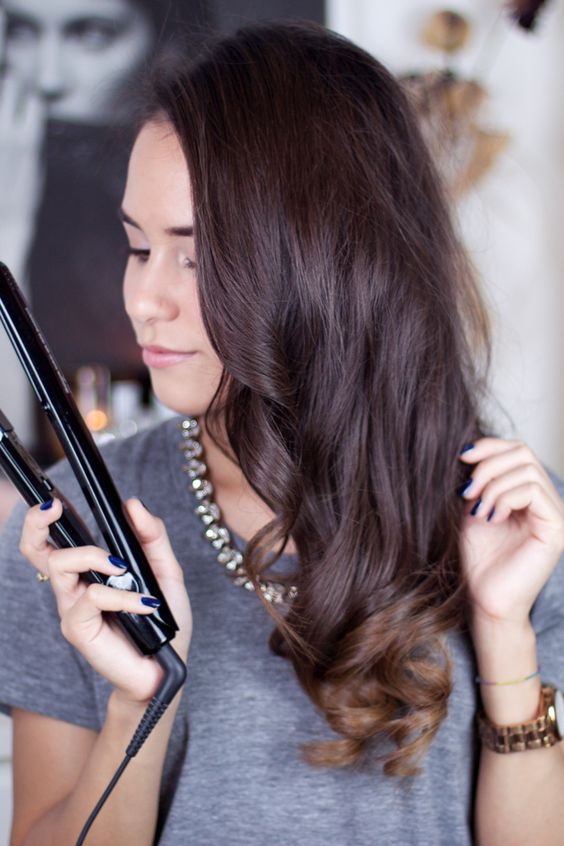 Easy Hairstyling Tutorial for curls using a hair straightener (Video) -  teetharejade.com