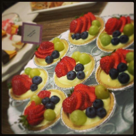 Easy banana cream fruit tarts