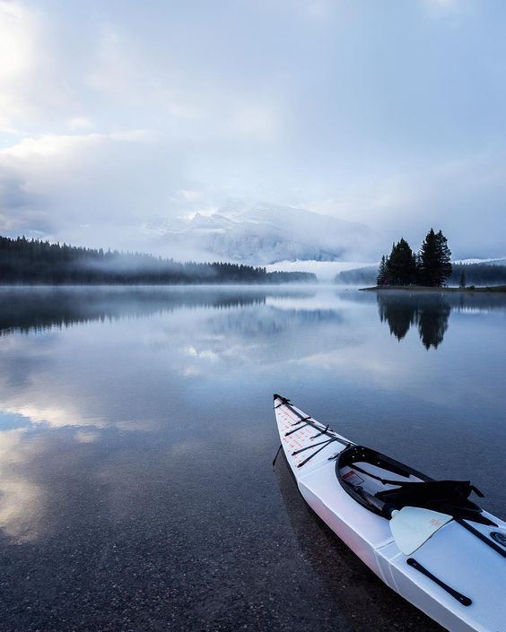 The best way to start your mornings off! Lake wake-ups in the @orukayak by calsnape