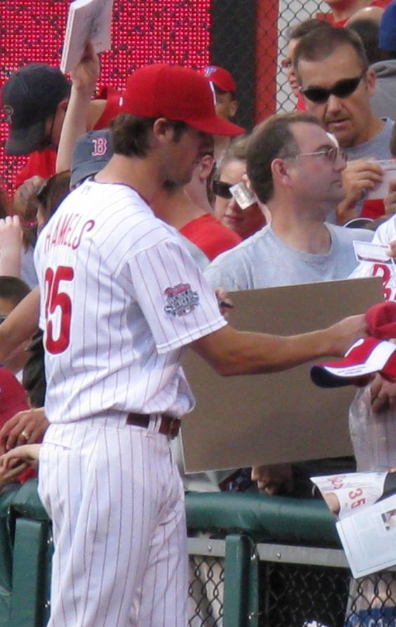 Cole Hamels signs some autographs
