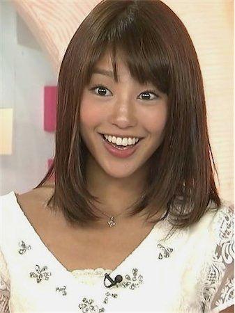 驚きの表情を見せる岡副麻希の美人でかわいい画像