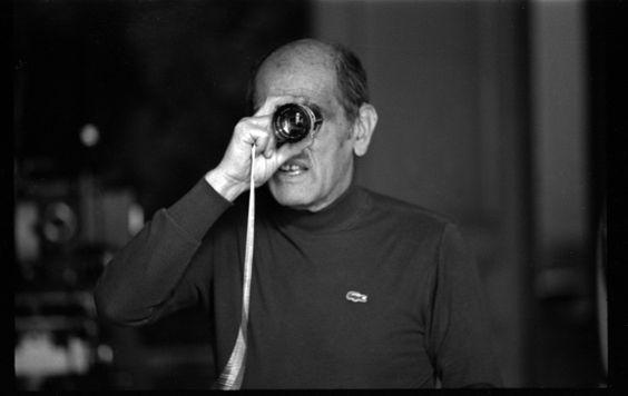 Adentrar o universo surrealista do cineasta espanhol - naturalizado mexicano - Luis Buñuel, é percorrer os caminhos que fizerem o cinema ser a arte que porventura é.   http://lounge.obviousmag.org/zoom_nas_visceras/2015/04/luis-bunuel-o-anjo-exterminador.html