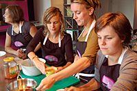 Food For Foodies kan voor u een team building of incentive op maat verzorgen. Met collega's samen koken en daarna een heerlijke maaltijd nuttigen is niet alleen gezellig, het bevordert ook de team spirit. Ook voor verjaardagen, jubilea, vrijgezellenavonden en reünies. Bij Food For Foodies beleeft u een onvergetelijke avond.
