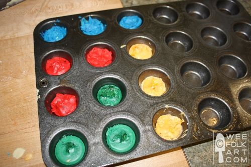 Beeswax Crayons | Wee Folk Art gives a great recipe for making crayons with beeswax and white soap. Easy and safe for kids (with non-toxic dyes they recommend)
