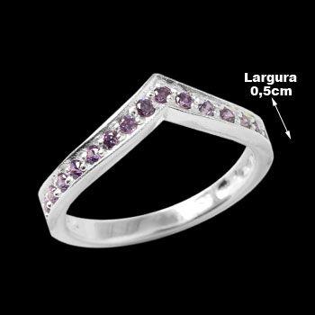 Anel de Prata com Zircônia. Prata 925. <br><br>A joia possui 21 pedras de Zircônia na cor Ametista.