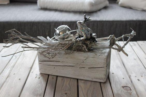TD43 - Holzblock als Tischdeko! Altes Holz bebeizt, natürlich dekoriert mit einer Edelstahlkugel und Froschkönig! Preis 34,90 € Holzblock - Preis 7,90 € Froschkönig