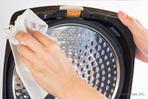 炊飯器の掃除 手入れで汚れをピカピカに 水洗いできる 掃除 お