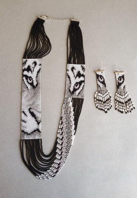 Комплект - гердан (колье) с изображением леопарда и серьги. Set - gerdan (necklace) with the image of a leopard and earrings