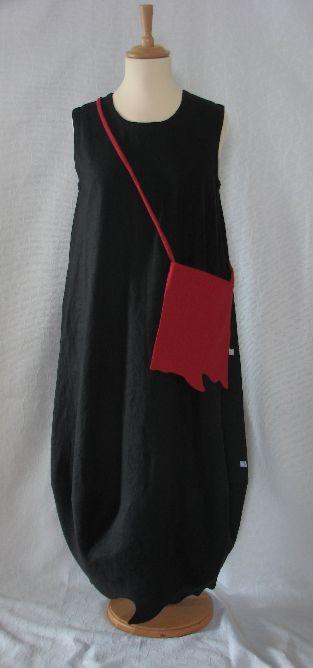 European lagenlook. Hem detail matches the bag detail.