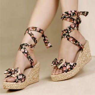 floral wedges c: gotta love em