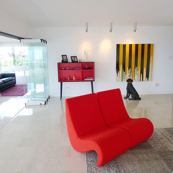 Reforma interior de un apartamento, los propietarios, aficionados al  arte y diseño contemporáneo;