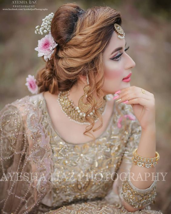 Walima Gorgeous Bridal Makeup And Dress Indian Bridal Photos Bridal Photoshoot Pakistani Bridal Hairstyles