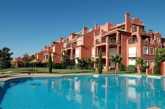 Apartment for sale in Monte Halcones - Costa del Sol. Was 639.000 € now only 319.760 € Spacious apartment in Torre Halcones