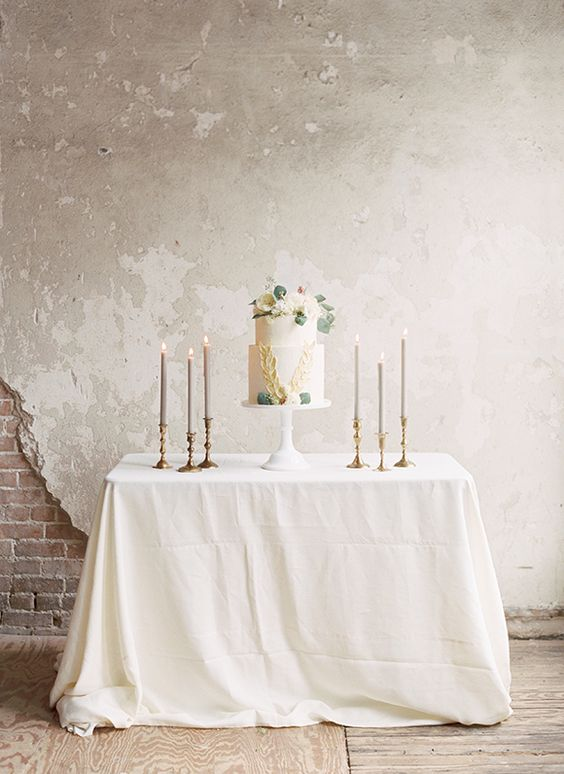 Simple Way to present your wedding cake | Boho |Indie | Wedding | Cake | White | Candles | Tablescape