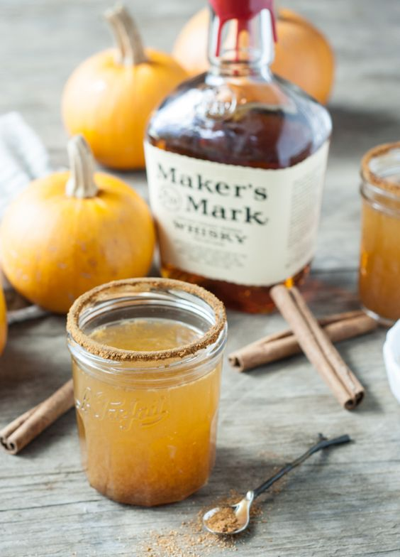 pumpkin spice whiskey cocktail: