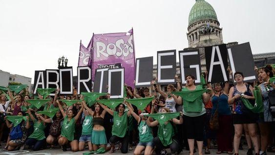 El debate por el aborto legal: un Congreso dividido entre el Papa y el reclamo feminista VER MAS