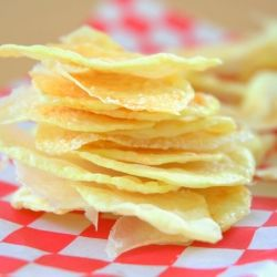 Oil-Free Microwave Potato Chips || Crispy potato chips, with no oil??? Yes, it's possible! The secret is the microwave!