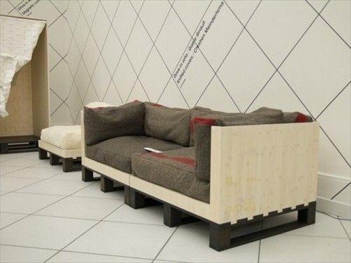 pallet couch with matching footrest