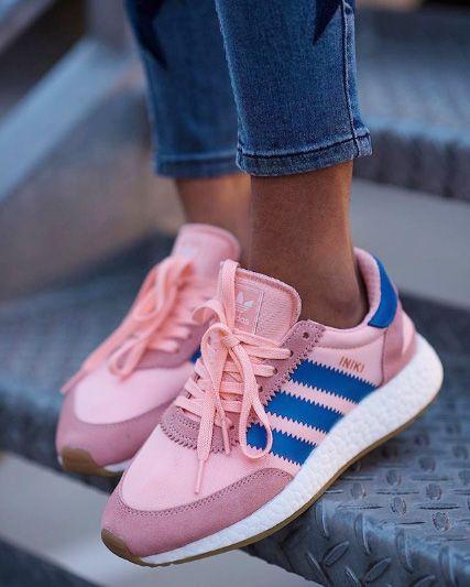 Les Adidas Iniki roses et bleues me font de l'œil avec leur ...