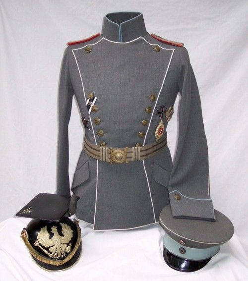 World War I German Pilot's Uniform and helmets. Re-pinned by www.historysimulation.com