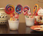 Sencillos centros de mesa con dulces