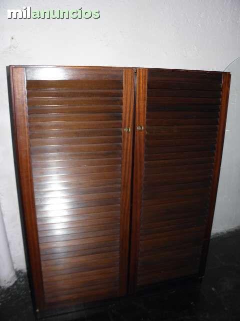 Mueble con rejilla Madera oscura alto 127 cm ancho 43 cm largo