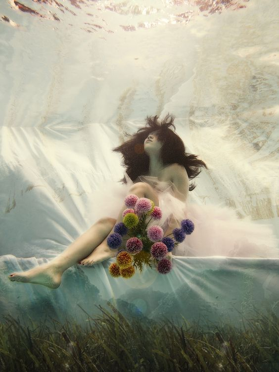 Poetic underwater photo of a bride by Ada Wang