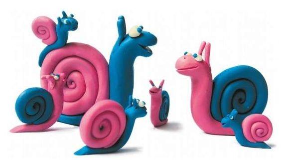 Manualidades con plastilina: fotos ideas para niños - Caracoles azules y rosas
