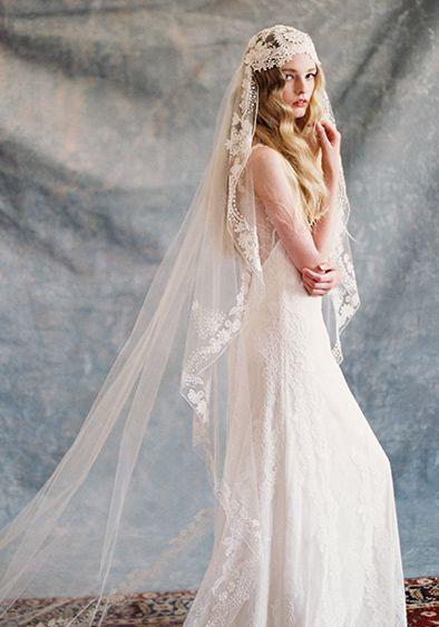 Para este tipo de velo, de preferencia que la novia sea muy alta, ya que tiende a acortar la figura.
